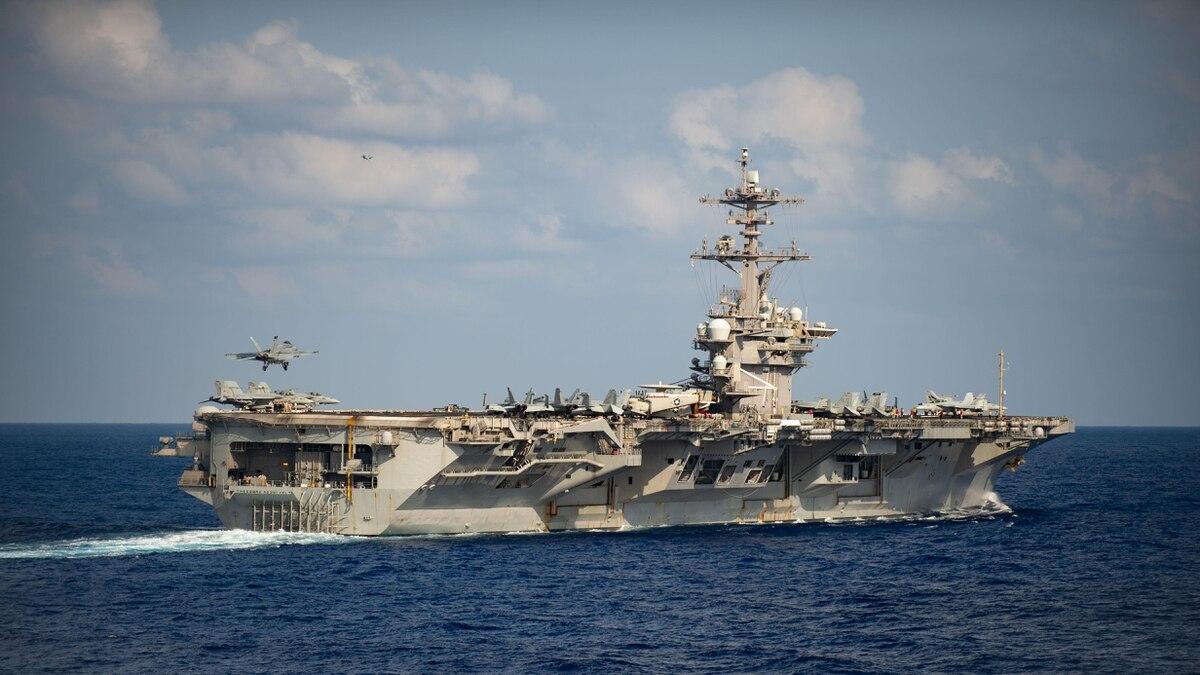 """3月26日,""""罗斯福""""号航母在菲律宾海域 图源:社交媒体"""