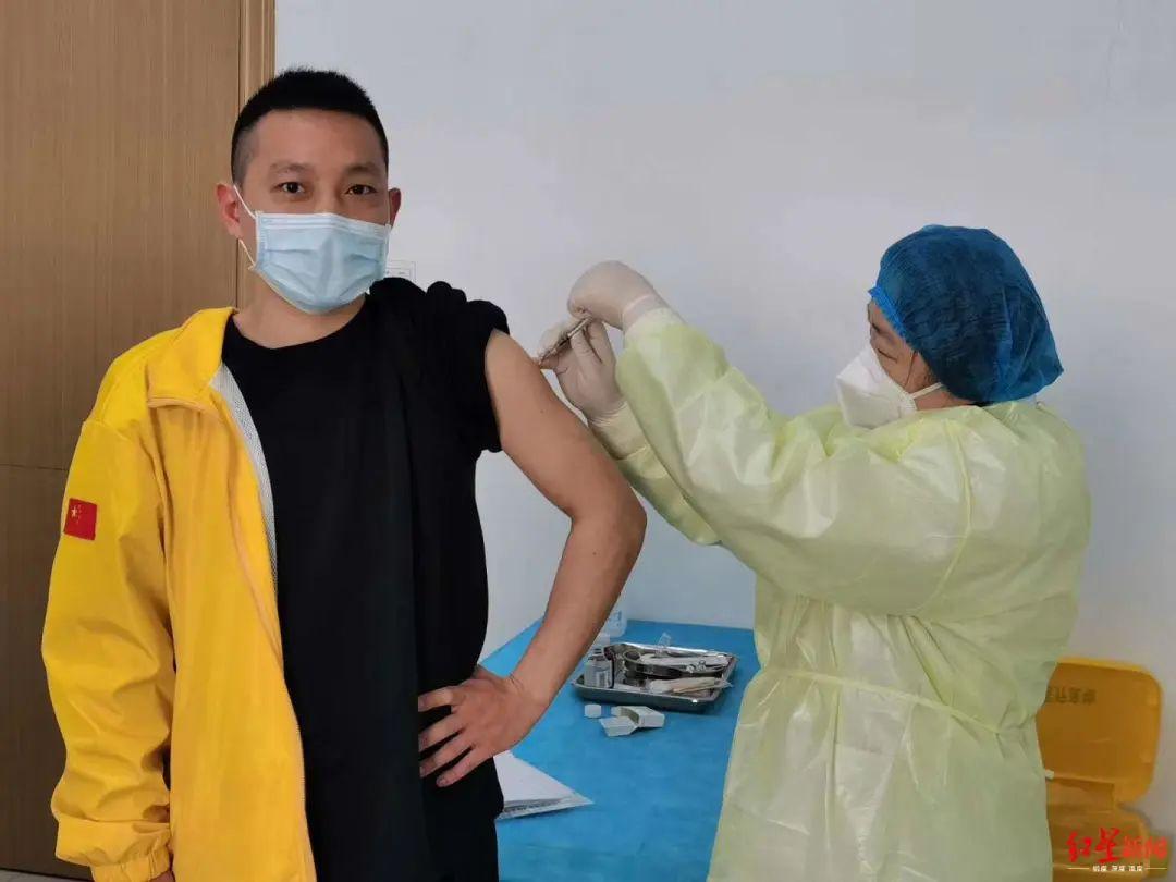 ▲向亚飞接种新冠疫苗