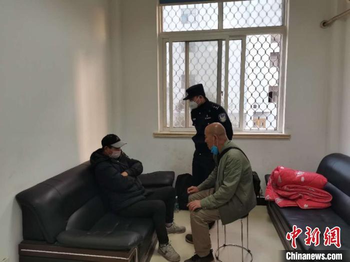"""深圳海关试用5G智能眼镜查缉走私 实现监管""""无盲区"""""""