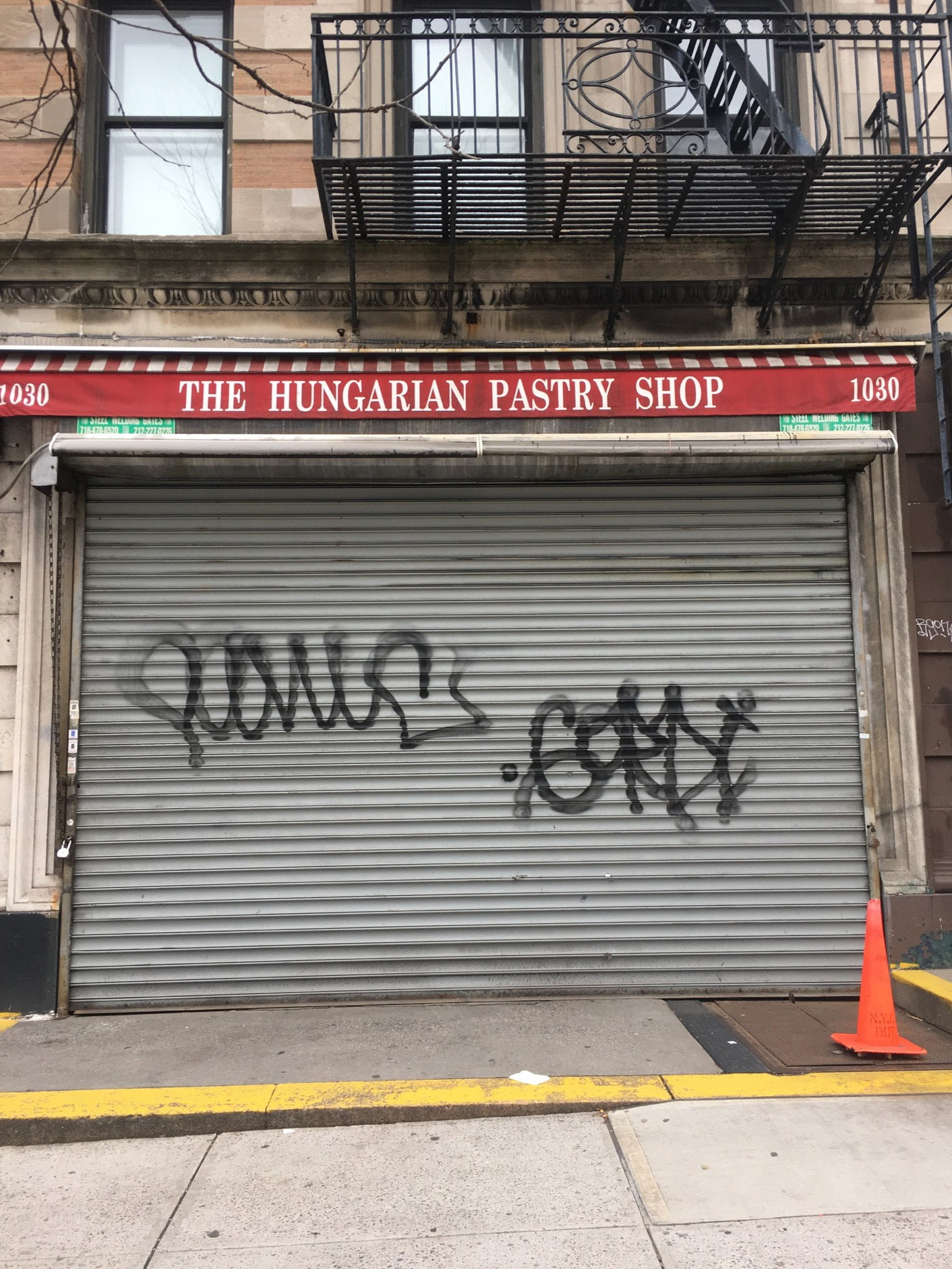 Under the impact of the epidemic, more and more small shops in New York chose to go out of business or shut down completely.