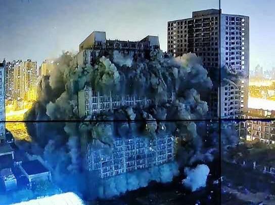 爆破拆除现场。 本文图片均为普陀区政府供图
