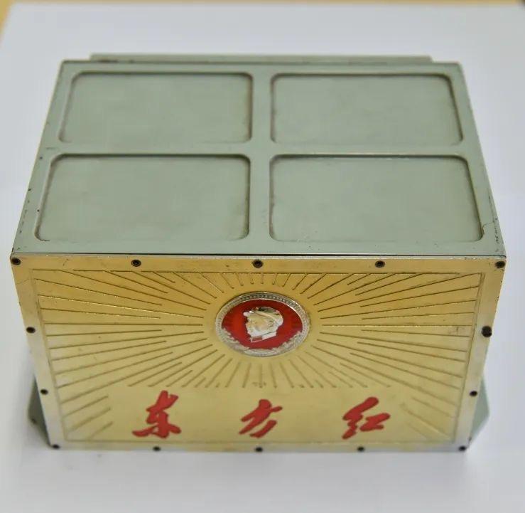 """""""东方红一号""""卫星上搭载的《东方红》笑音盒。图/国家博物馆"""