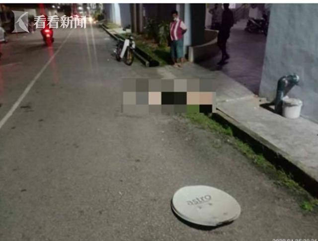 兩名女孩坐行駛的寶馬車頂劃拳被罰20元 網友:處罰太輕