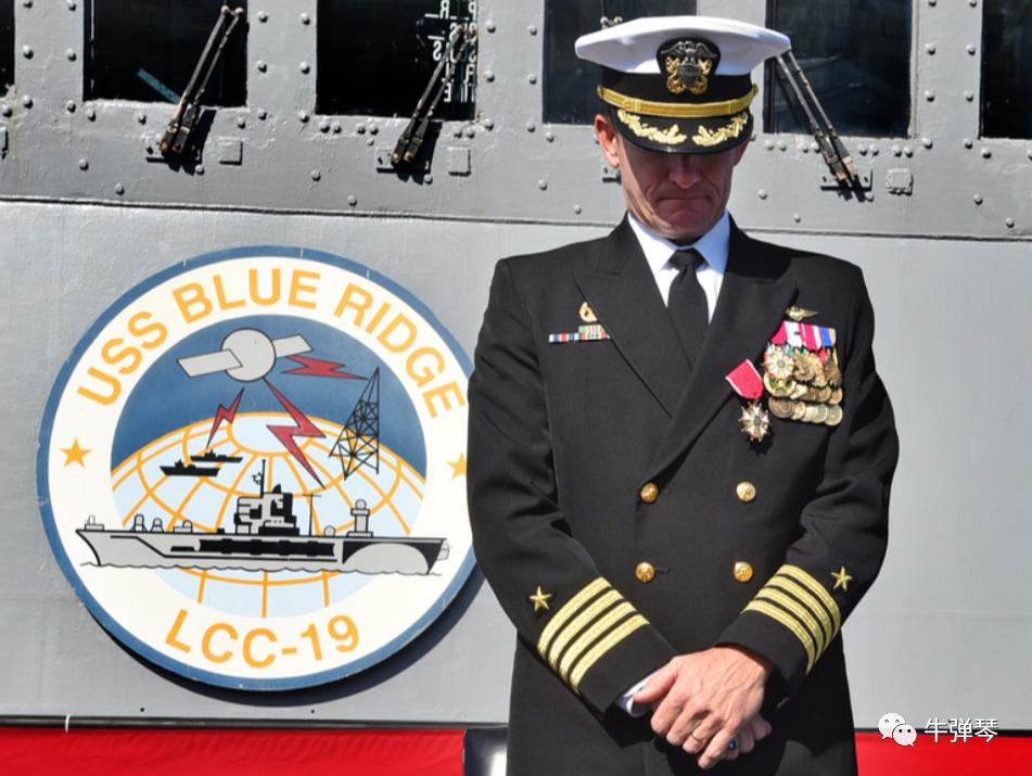 """美国海军高级将领们,已集体通告政府高层,要求平反""""罗斯福""""号航母舰长克罗泽,并恢复他的舰长职务。"""