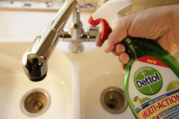 ▲滴露也是一种常用的家庭消毒产品。图据BBC