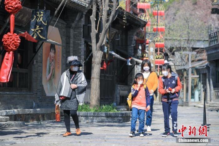 钟南山:照目前形势 全球疫情拐点恐还需两周
