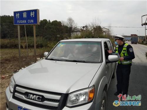 南城交警:清明前夕走进农村开展交通安全宣传(图)