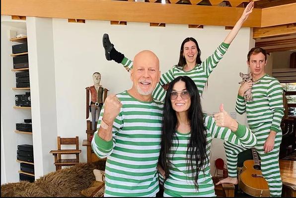 黛米·摩尔、布鲁斯·威利斯穿同款家庭睡衣,晒隔离日常