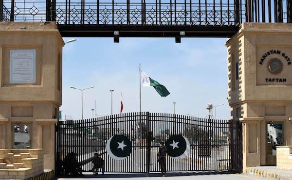 2020年3月17日,巴基斯坦和伊朗之间的塔夫坦边境口岸处于关闭状态。新华社 原料