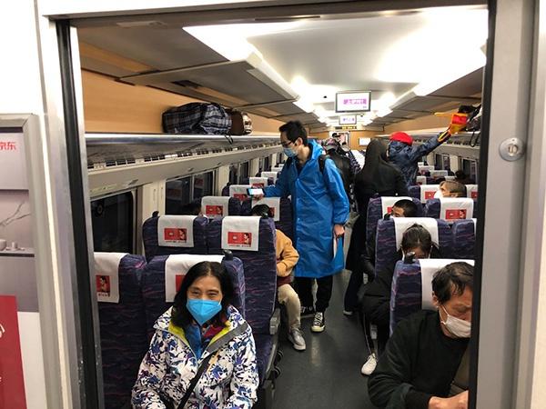 旅客就坐。 澎湃消息记者 汤琪 图
