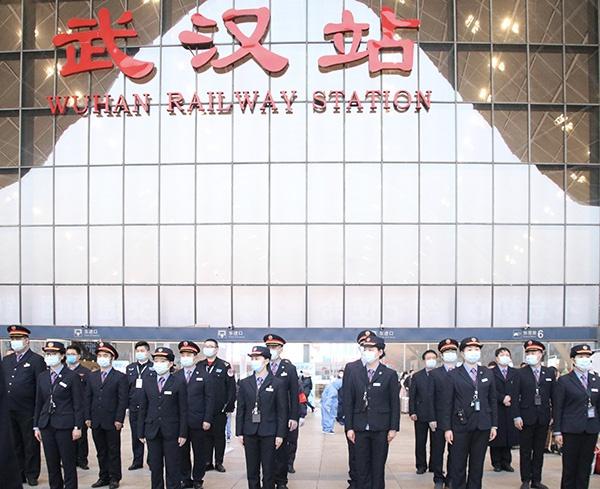 4月8日5时50分,武汉站开站仪式。 武汉火车站 图