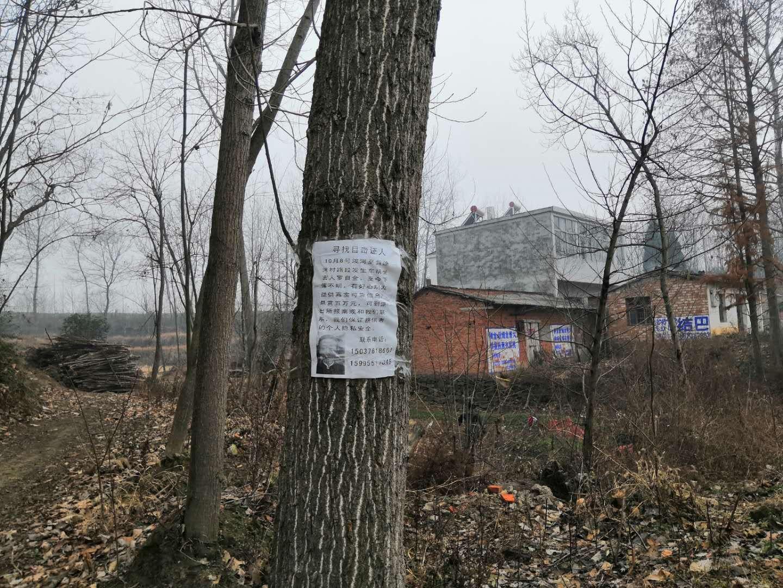 1月初,罗家六兄弟赏金五万元找寻目击者的赏金布告依旧贴在村里。