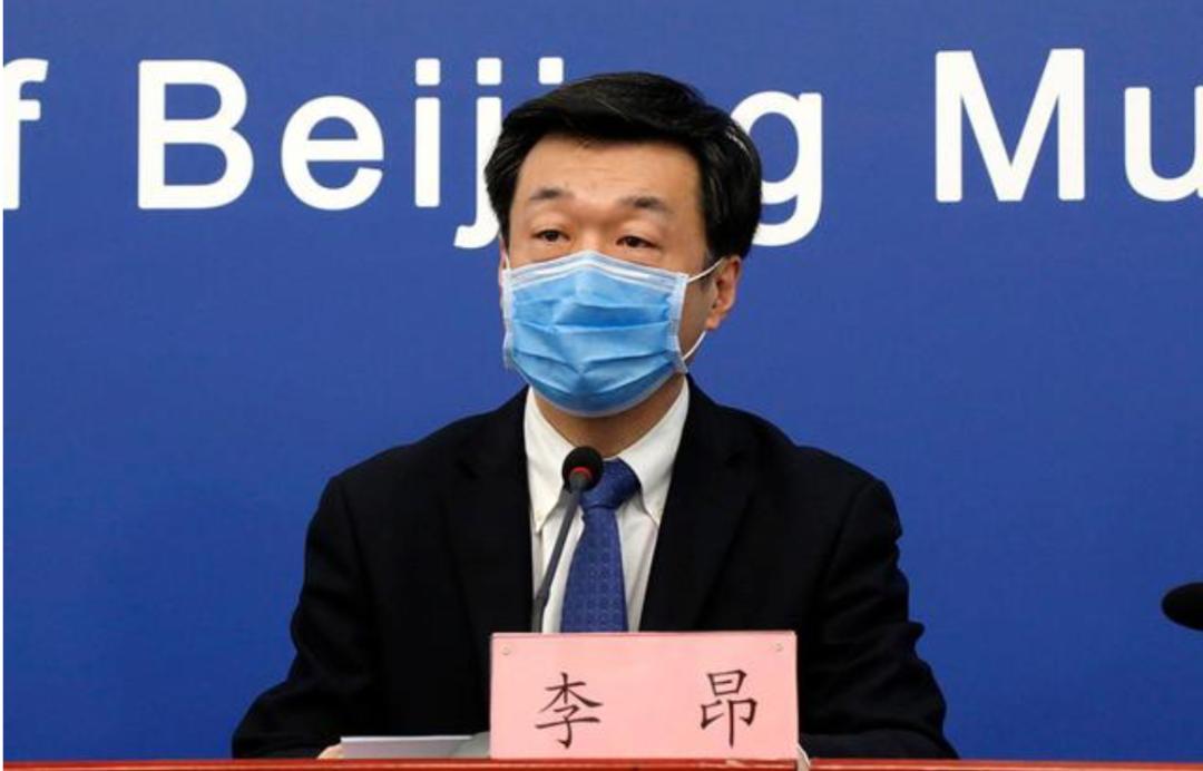李昂在北京市答对新冠肺热防控信息发布会上。