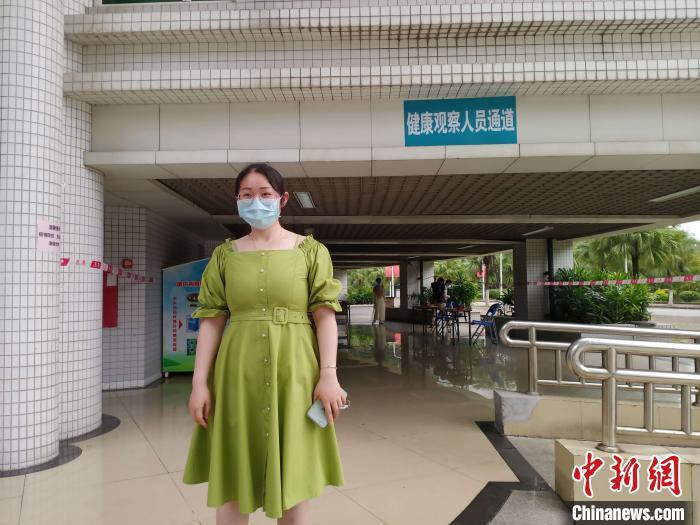 5月11日,广州中医药大学首批128个学生返校,该校针灸推拿专业研二赵红艳同学第一个抵达学校。姬东摄