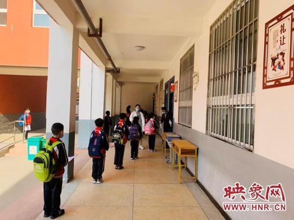 驻马店市第二十小学一二三年级复学第一天工作纪实
