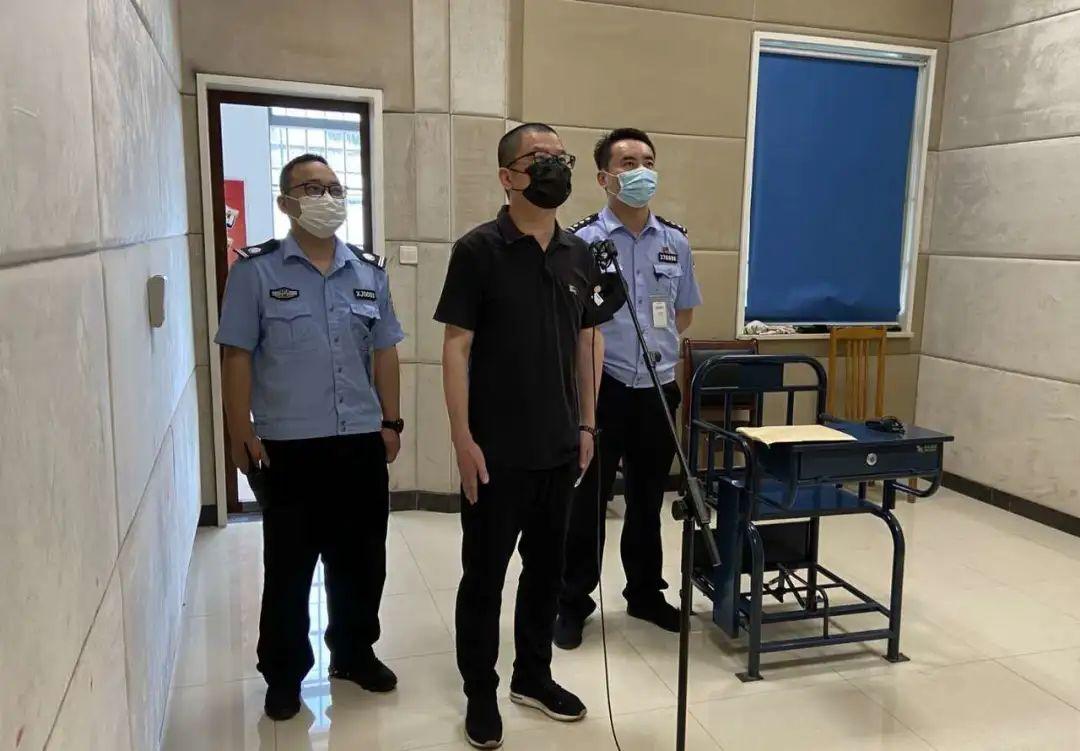 倪政伟在看守所视频参加庭审