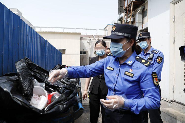 """垃圾混放""""屡教不改"""" 北京石景山一餐馆将被重罚"""