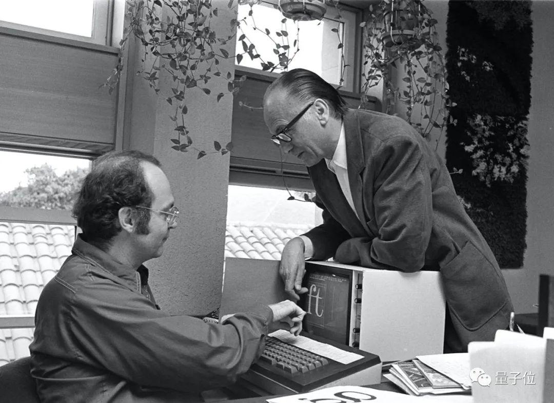 △1980年,高德纳与字体设计师Herman Zapf合作