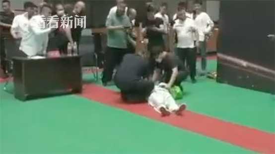 上海男篮与山东队进行热身赛