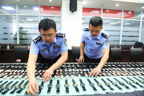 重庆警方破获销售假表案:伪造清关手续 假装香港发货