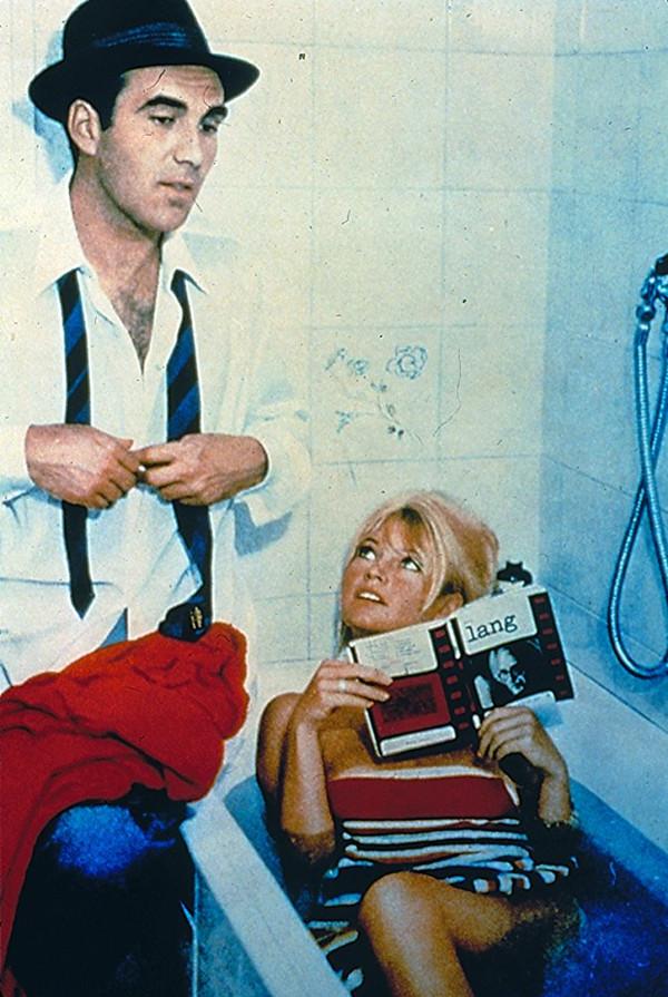 皮科利(左)与碧姬·芭铎在《蔑视》中。