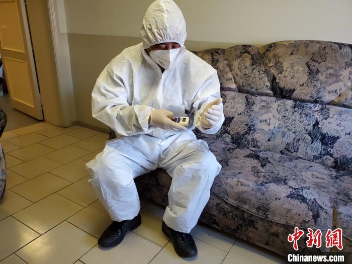 图为赵波在俄罗斯工作中。采访对象提供