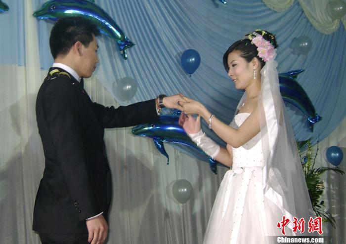 资料图:庞伟、杜丽婚礼现场。中新社记者 吕子豪 摄
