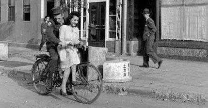日本为啥能借牛仔裤反向输出,吊打美国爸爸?