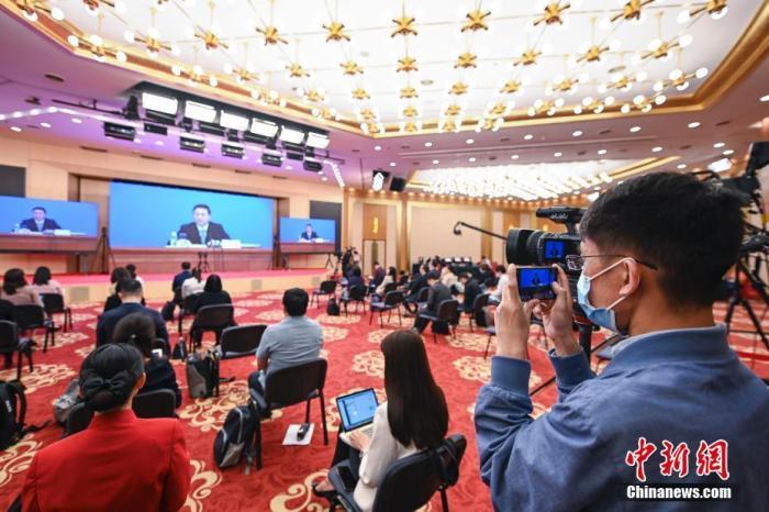 5月20日,全国政协十三届三次会议新闻发布会在北京举行,大会新闻发言人郭卫民介绍本次大会有关情况并回答中外记者提问。 中新社记者 陈骥旻 摄