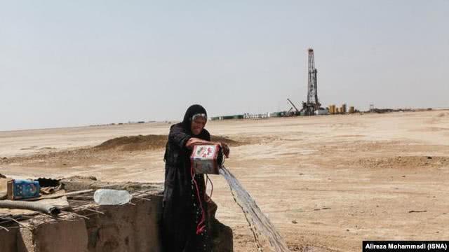 伊朗产油大省缺水民不聊生,自来水呈棕黄色一片浑浊,民众抗议