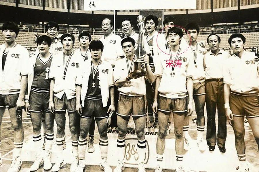 第一个与NBA签约的中国人从此诞生