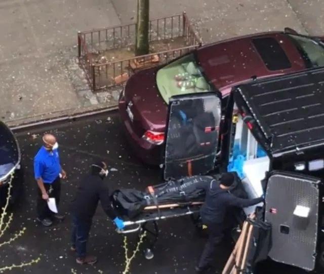 视频截图:遗体不断被运出哈林养老院
