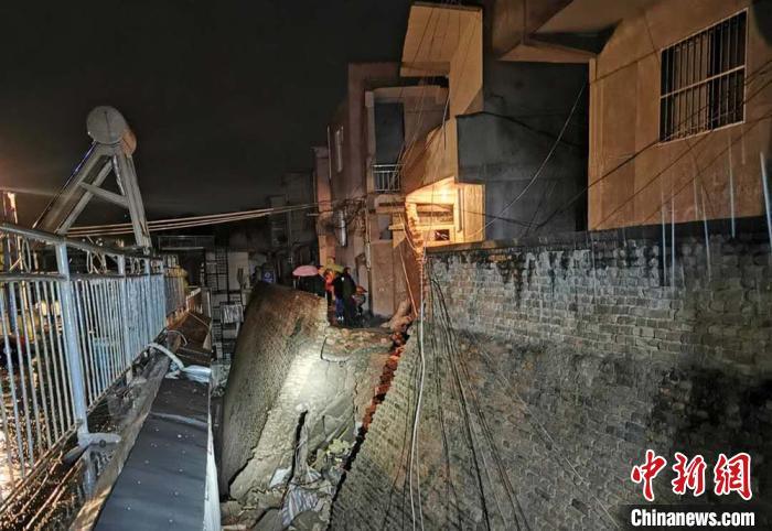 甘肅天水暴雨導致山體滑坡 50余名被困人員已安全轉移圖片