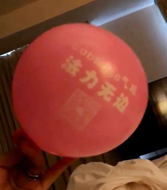 充满笑气的气球。上海市青浦区人民检察院供图