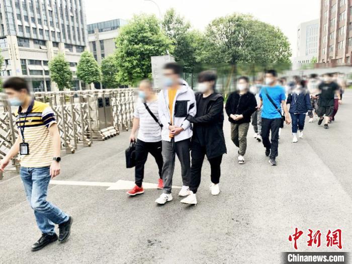 """香港问题展现美国""""双标"""""""
