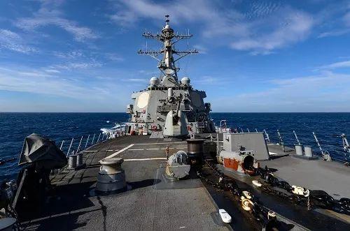 """▲美国海军""""拉塞尔""""号驱逐舰4日在台湾海峡航行(美国海军网站)"""