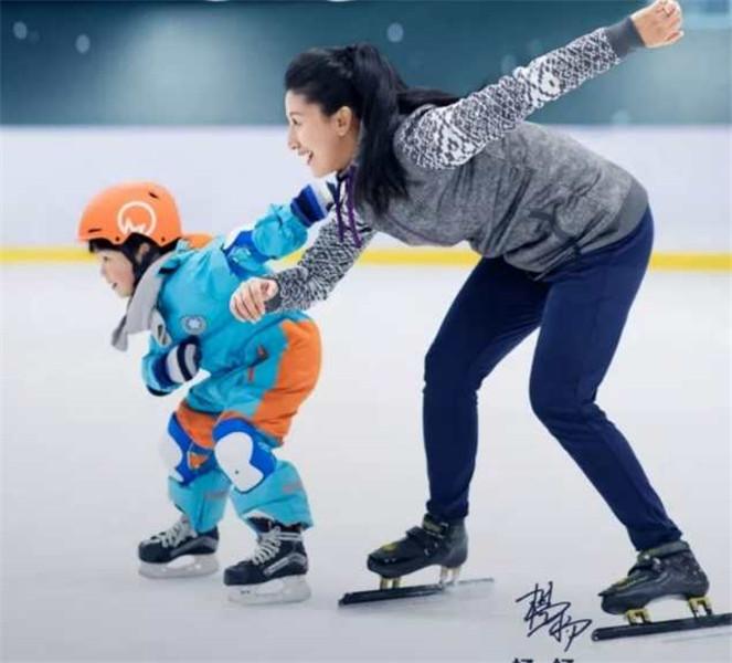 图说:杨扬带孩子做活动 受访者供图