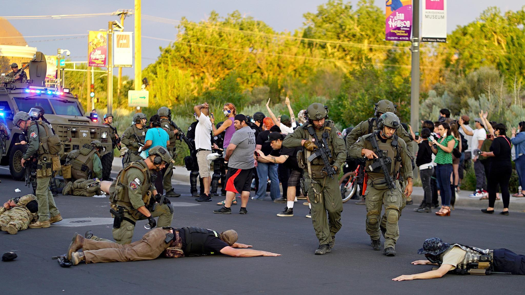 几名民兵布局成员被捕,图自当地媒体