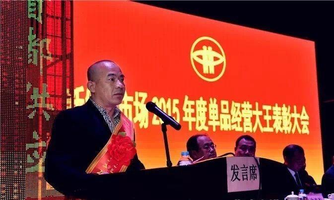 """""""黄瓜大王""""闫学强。据北京新发地微信公号"""