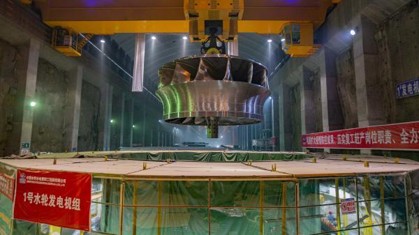 """全球首台百万千瓦水电机组""""心脏""""安装就位 重达346吨插图(3)"""