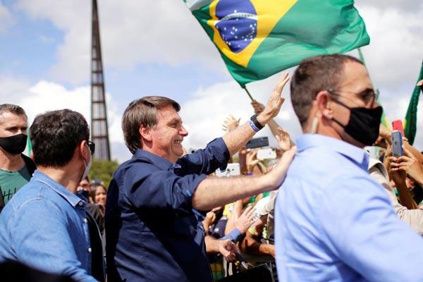参加集会不戴口罩 图自巴西国家通讯社