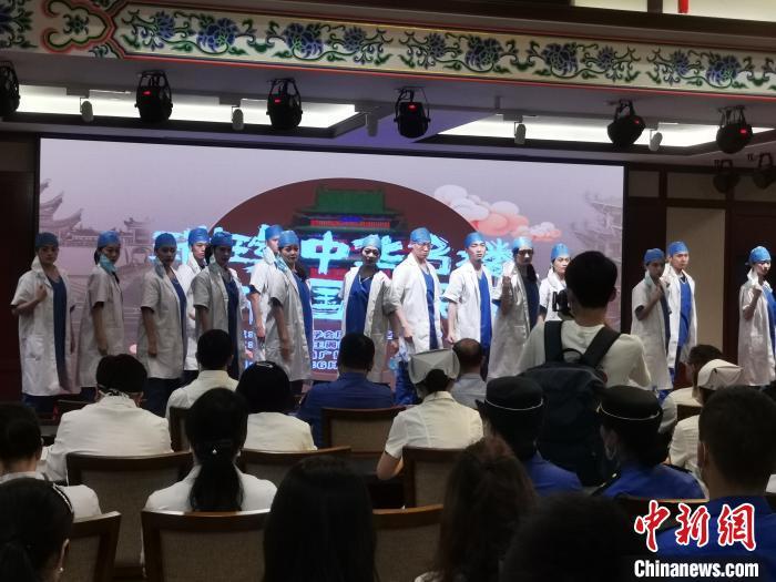江南名楼滕王阁邀60余位抗疫一线人员端午祈福