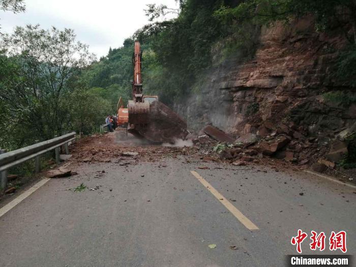经过危险抢险,道路已于上午11时许恢复通车。沅陵公路 供