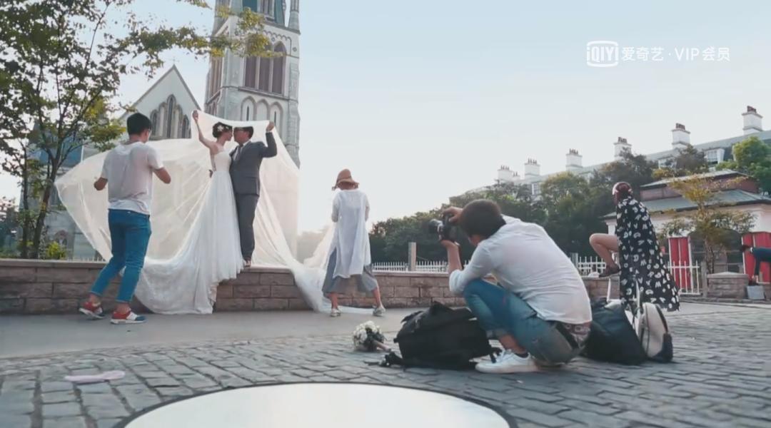 中国人拍起婚纱照,比谁都像演员