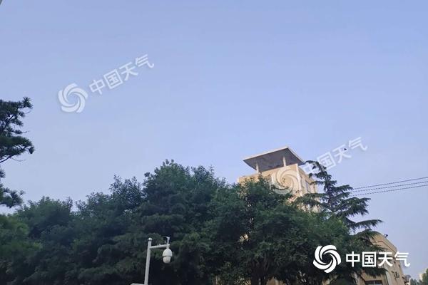今晨北京天空清明,阳光在线。