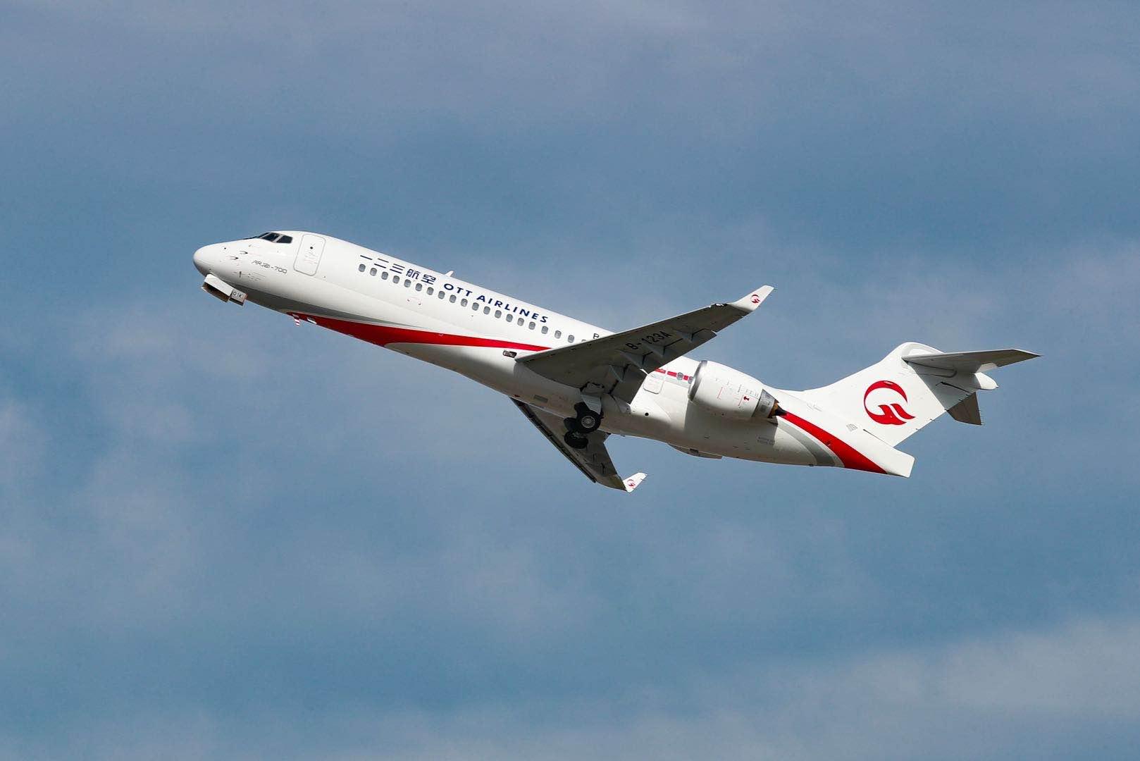 东航首架ARJ21飞机起飞。 东航供图