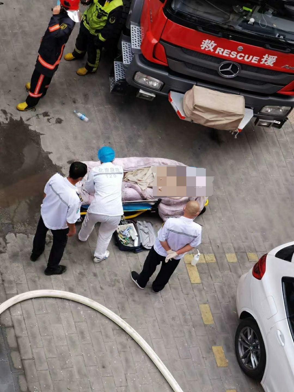 急救人员处置现场。 受访者供图