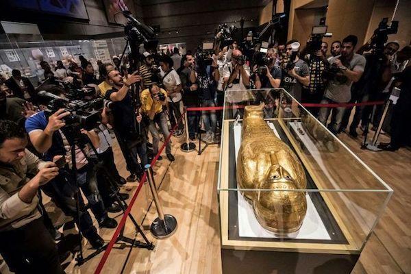 一周艺术人物|设计大师戈拉瑟辞世,法国艺术品经销商遭指控