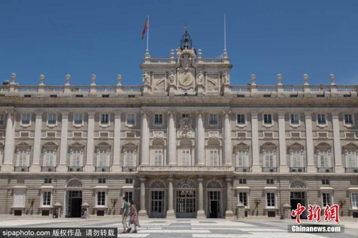 资料图:当地时间6月10日,西班牙马德里,马德里皇宫(The Royal Palace of Madrid)重新对公众开放。图片来源:Sipaphoto 版权作品 禁止转载