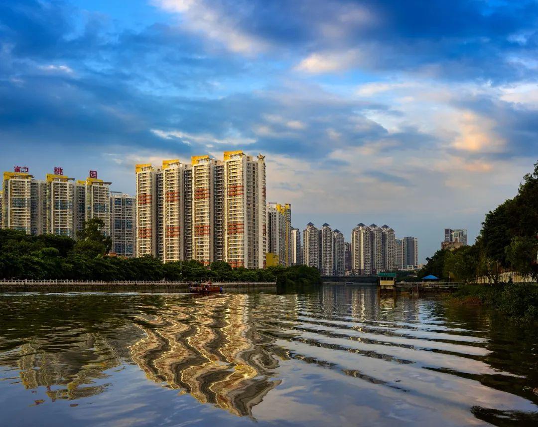 """上半年,深圳楼市频频出现""""新""""潮。业内人士:下半年的热度可能会回调"""